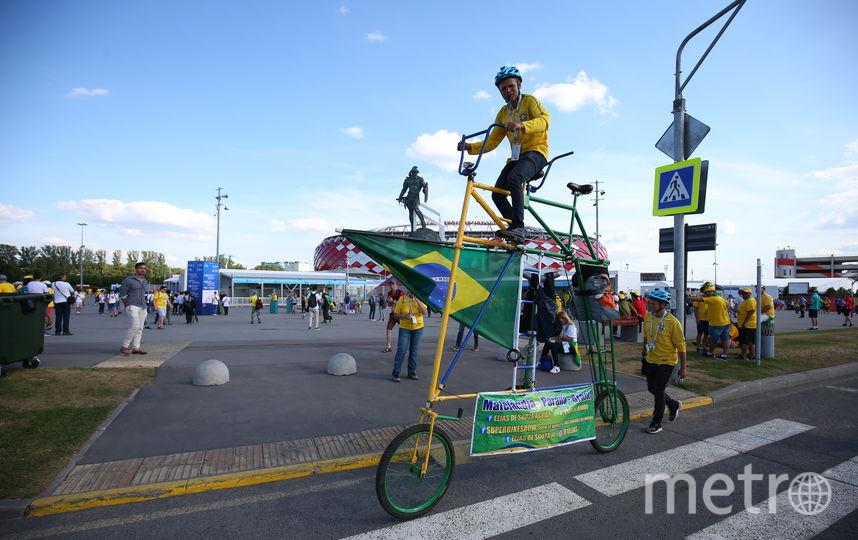 52-летний Элиас приезжает с велосипедом на каждый чемпионат мира с 1986 года, а теперь ещё берет с собой сына. Фото Василий Кузьмичёнок