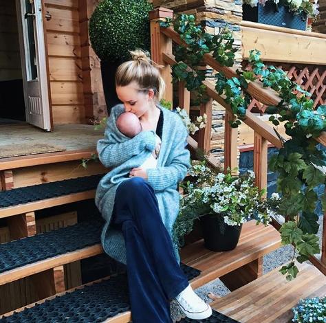 Милана Тюльпанова с сыном Артемием. Фото www.instagram.com/milana_kerzhakova