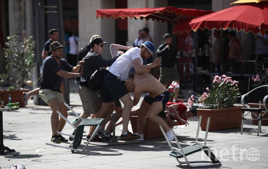Столкновение российских и английских фанатов в Марселе. Фото Getty