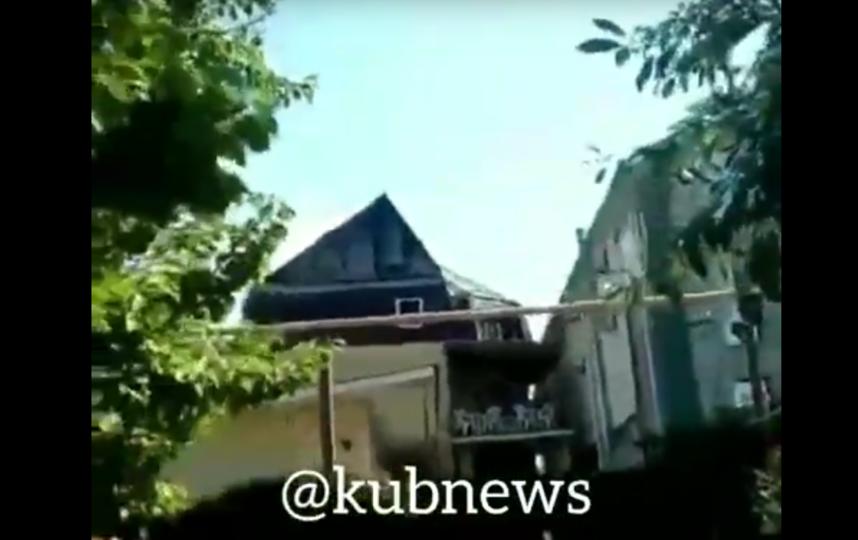 В Анапе горела гостиница, эвакуированы 100 человек. Фото Все - скриншот YouTube