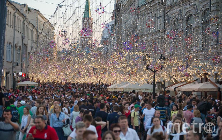 """Никольская улица стала центром притяжения для болельщиков всех национальностей. Фото Василий Кузьмичёнок, """"Metro"""""""