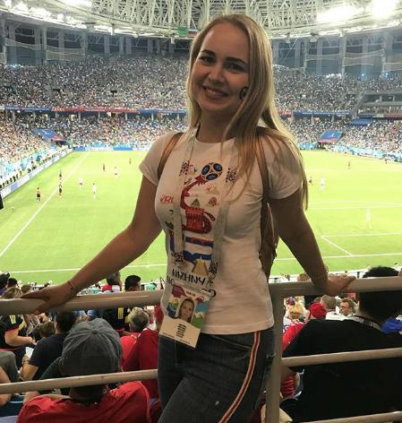 Болельщица матча Испания – Россия. Фото Instagram/sandra_dmitrieva