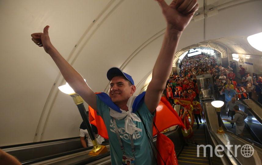 Что теряли болельщики в метро Москвы. Фото Василий Кузьмичёнок