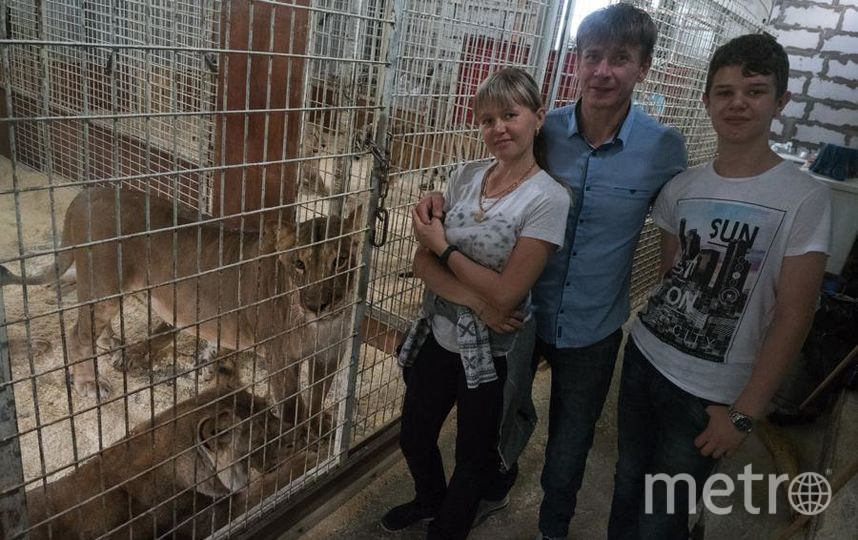 """Цирковая семья: жена Виталия Инна тоже дрессировщица, а сын Игорь лишь хочет им стать. Фото Святослав Акимов, """"Metro"""""""