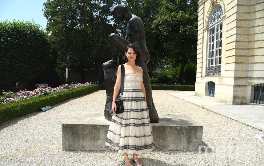 Звезды на Неделе моды в Париже. Показ Christian Dior. Кети Холмс. Фото Getty