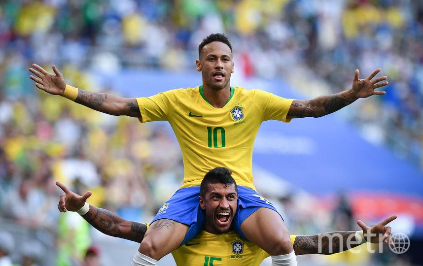 Футболисты сборной Бразилии празднуют гол, забитый Неймаром. Фото AFP