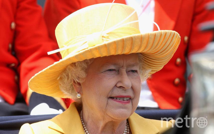 Желтый часто встречается в гардеробе королевы (июнь 2009). Фото Getty