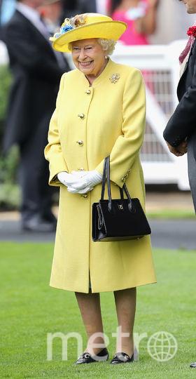 Желтый часто встречается в гардеробе королевы (июнь 2016). Фото Getty