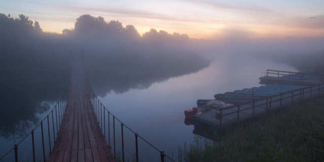 Рассвет на Нарве, деревня Скамья.