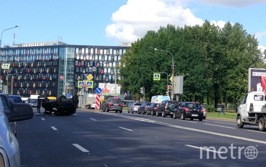 ДТП на шоссе Революции. Фото vk.com/spb_today, vk.com