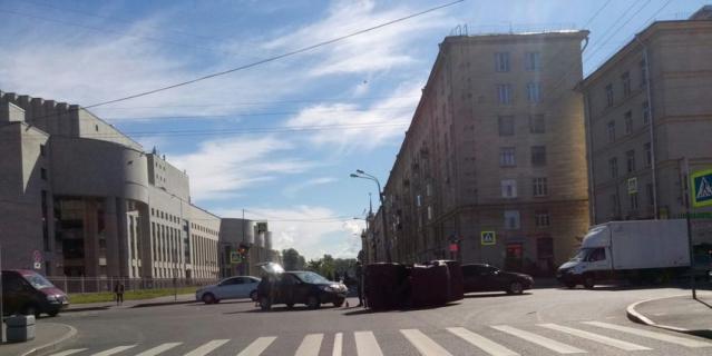 ДТП на перекрестке Бассейной и Варшавской.