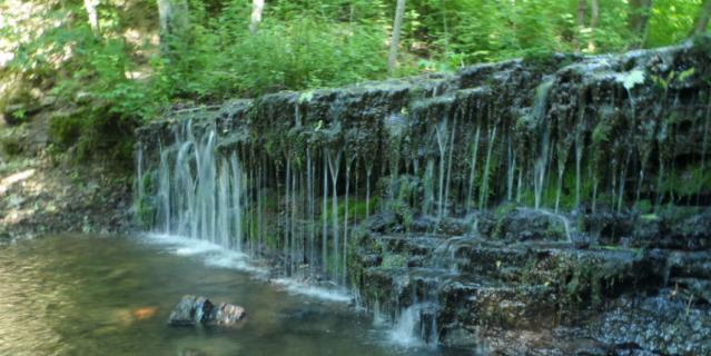 Водопады неподалеку от Копорской крепости.