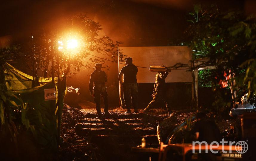 Операция по вызволению детей из пещеры не прекращается ни на день. Фото AFP
