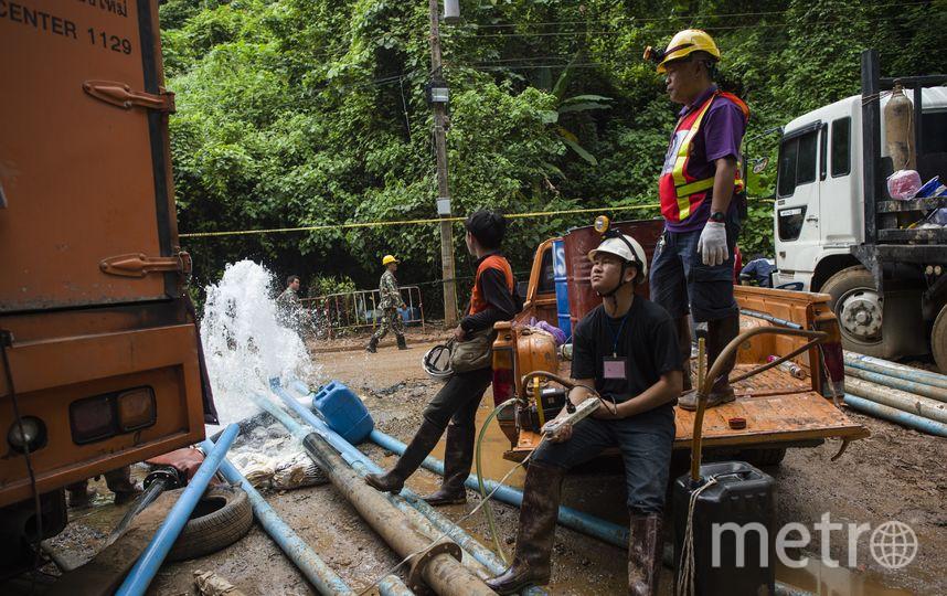 На месте событий работают как профессиональные дайверы, так и спелеологи. Фото AFP