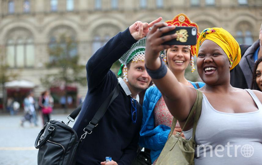 Корреспонденты Metro прогулялись по Москве в новомодных головных уборах. Фото Василий Кузьмичёнок