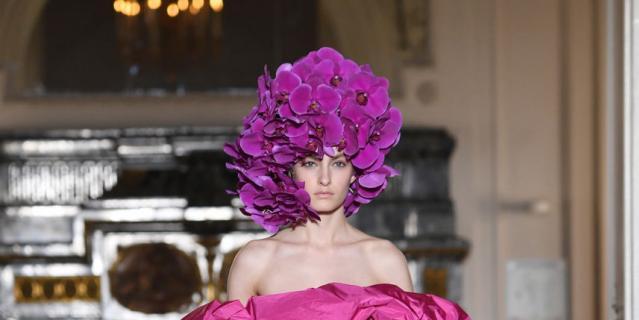 Показ Valentino на Неделе высокой моды в Париже-2018.