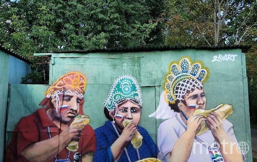 Троица в кокошниках на стене гаража. Фото Скриншот Instagram/alexart214