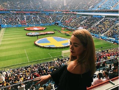 Болельщица матча Швеция – Швейцария. Фото Instagram/wannasurfonbali
