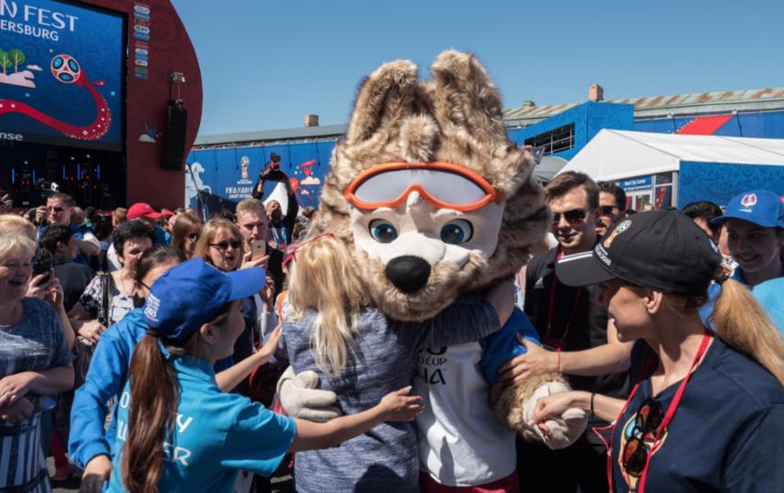 Миллионного гостя фан-зоны ФИФА вПетербурге поздравит вице-губернатор