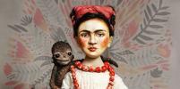 Художница делает кукол с лицом Фриды Кало