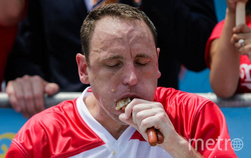 Американец съел 74 хот-дога за десять минут. Фото Getty