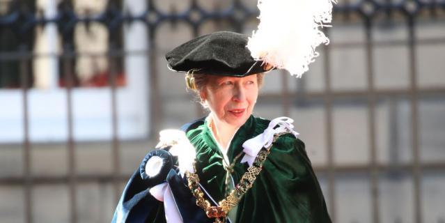 Принцесса Анна - дама ордена Чертополоха.