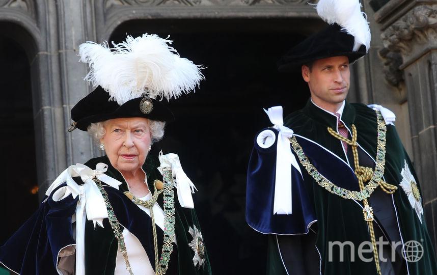 Эдинбург. Елизавета II и принц Уильям. Орден Чертополоха. Фото Getty
