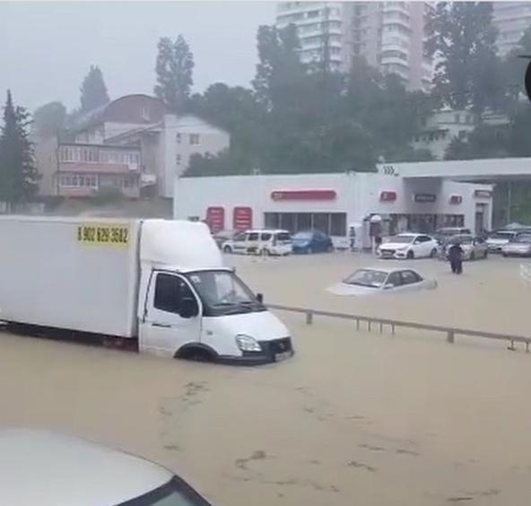 Ливень стал причиной потопа в Адлерском районе Сочи. Фото Скриншот Instagram: dasha.kimosova1993