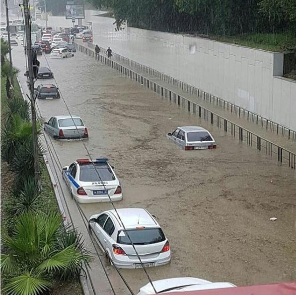 Ливень стал причиной потопа в Адлерском районе Сочи. Фото Скриншот Instagram: ekskursii_v_abhaziyu