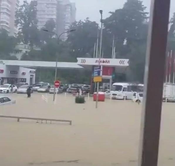Ливень стал причиной потопа в Адлерском районе Сочи. Фото Скриншот Instagram: egoza_jewelry