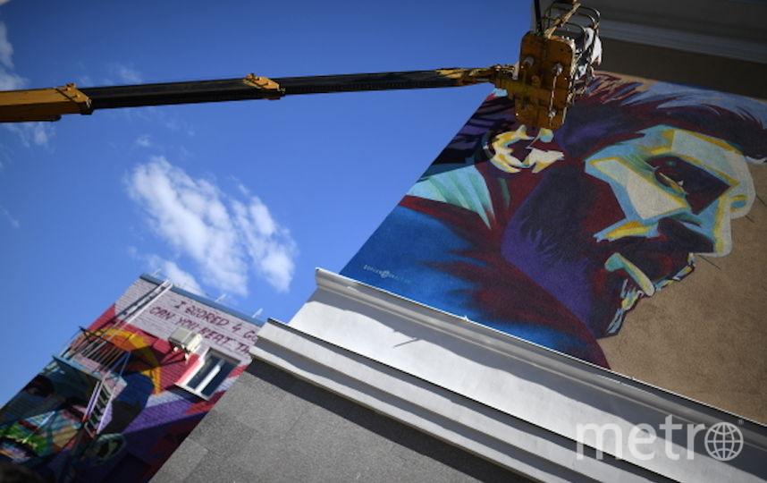 Граффити с Лионелем Месси в Казани. Фото РИА Новости