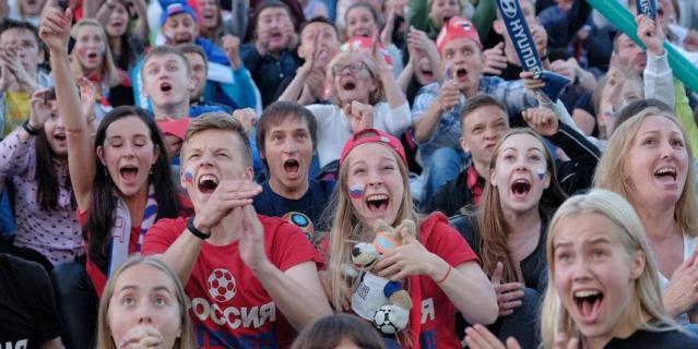 В фан-зоне в Петербурге: первый гол.