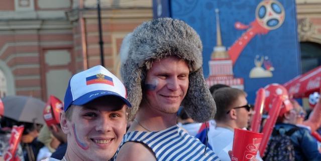 В фан-зоне в Петербурге.