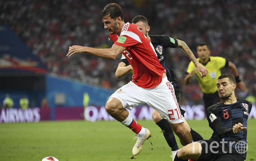 Борьба в матче Россия - Хорватия идёт на каждом участке поля. Фото AFP