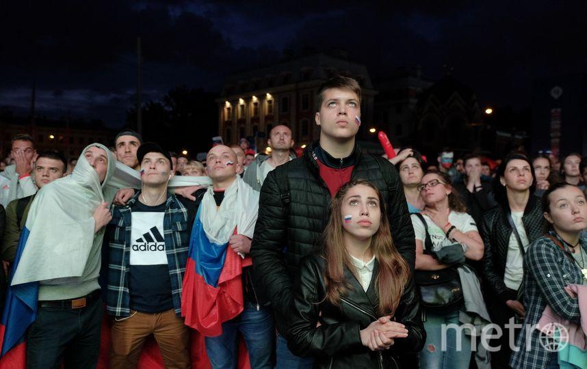 """В фан-зоне в Петербурге. Фото Алены Бобрович, """"Metro"""""""