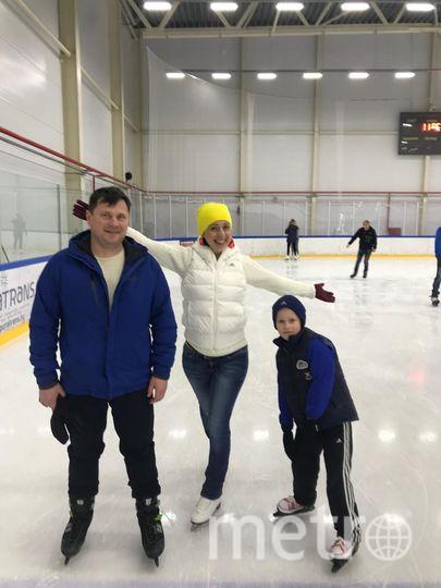 Наша семья любит спорт! Каждый год на Новый год мы уезжаем на Север кататься на лыжах, коньках. Встречаем Новый год на лыжне. Мы любим футбол! Дети занимаются футболом, а мы, родители, болеем за наших юных футболистов!!! Фото Елена Трубина
