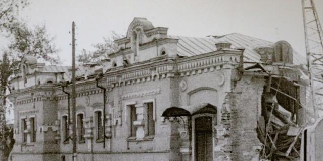 Дом Ипатьева, где расстреляли императорскую семью, снесли в 1977 году.