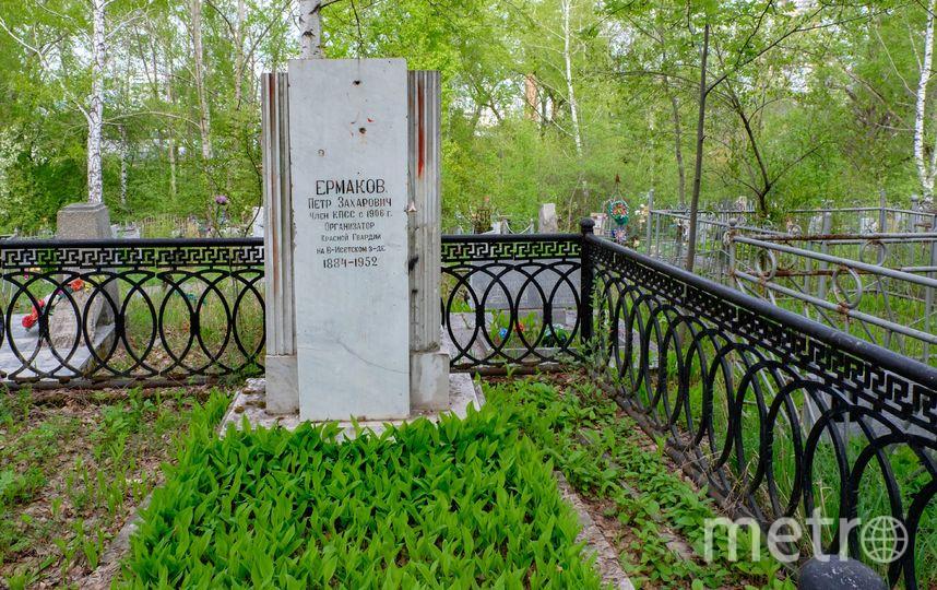 "Могила Петра Ермакова – одного из участников убийства Николая II  и его семьи. Фото Алена Бобрович, ""Metro"""