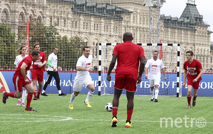 """Матч """"красных"""" и """"белых"""" на Красной площади в Москве. Фото Фото предоставлено Coca-Cola."""