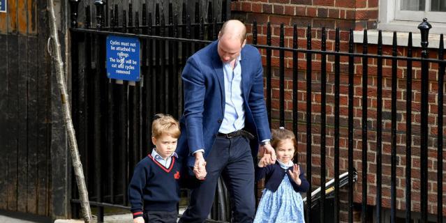 Принц Уильям с принцем Джорджем и принцессой Шарлоттой.