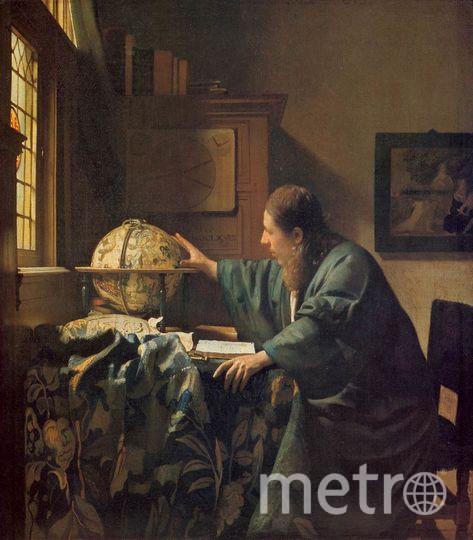 """Картину """"Астроном"""" Вермеер написал около 1668 года. Как и на других полотнах голландского мастера, здесь очень важны детали – от глобуса и изображений на шкафу до картины, которая выглядывает с края холста. На ней изображён найденный младенец Моисей, вероятно, символизирующий тут науку и знание. Оригинал """"Астронома"""" находится в Лувре. Фото Предоставлено организаторами"""