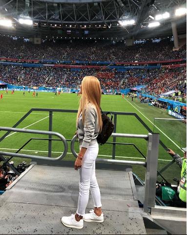 Болельщица матча Франция – Бельгия. Фото Instagram/yanamtvgorn