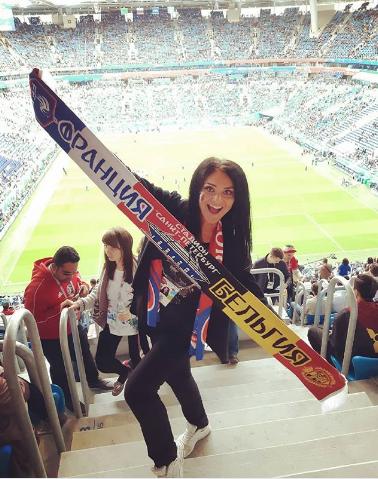 Болельщица матча Франция – Бельгия. Фото Instagram/marinochka_beauty