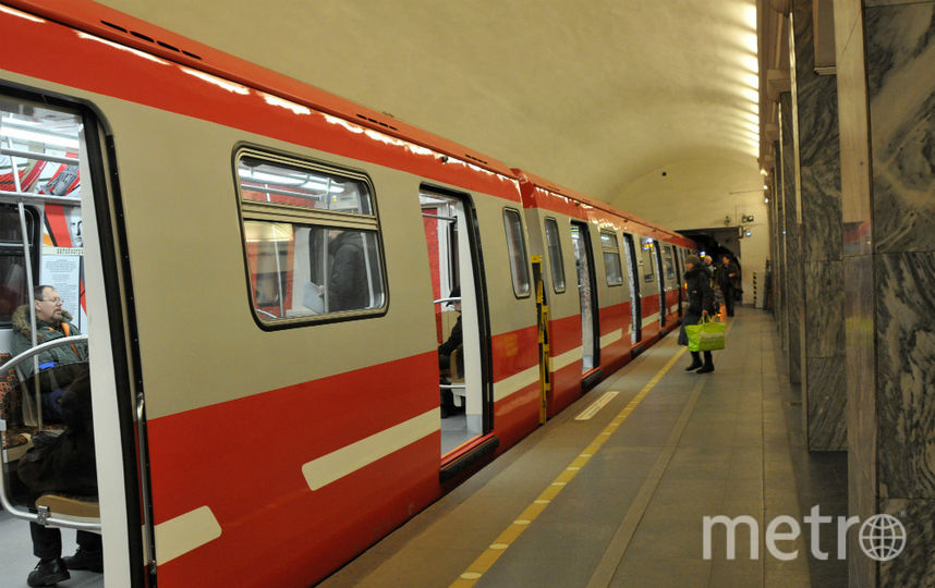 "Поезд на Линии 1 метро Петербурга. Фото ""Metro"""