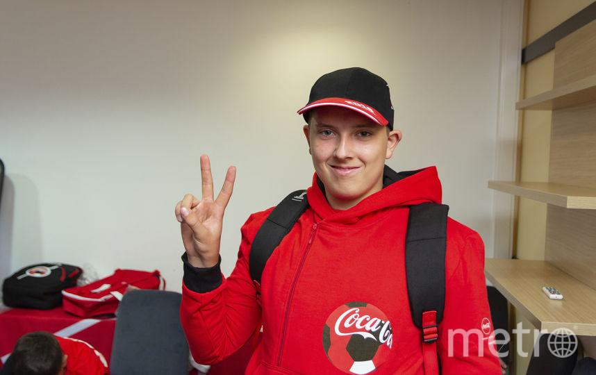 Флагоносец Максим Обидин. Фото Фото предоставлено Coca-Cola.