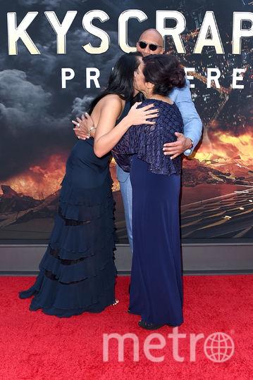 """Премьера фильма """"Небоскреб"""" в Нью-Йорке. Дэни Гарсия и мама Дуэйна Джонсона. Фото Getty"""