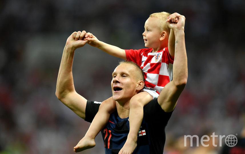 Хорватский защитник Домагой Вида с сыном после матча Хорватия – Англия. Фото Getty