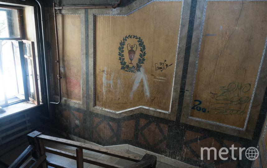 """Парадная дома эмира Бухарского на Каменноостровском, 44. Фото Святослав Акимов, """"Metro"""""""