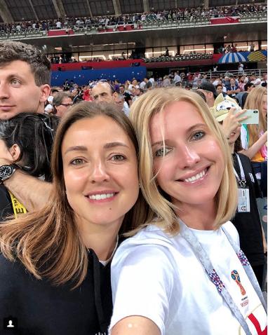 Жена Валерия Сюткина Виола с подругой на матче Хорватия – Англия. Фото Instagram/violaviva