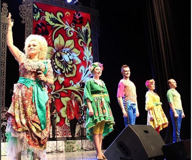 Надежда Кадышева на сцене. Фото instagram.com/denis.tatyanin